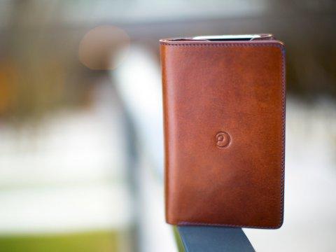 DannyP kožená peněženka  na iPhone 8/7/6/SE2020 hnědá